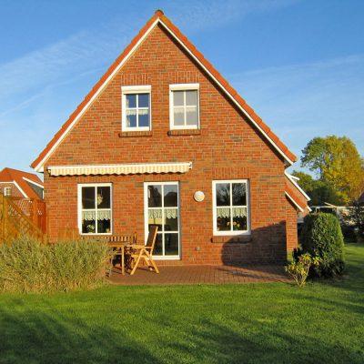 Ferienhaus Sielgraf Nessmersiel mit sonniger Terrasse