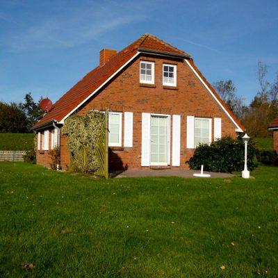 Ferienhaus Deichkrone Nessmersiel - großer Garten
